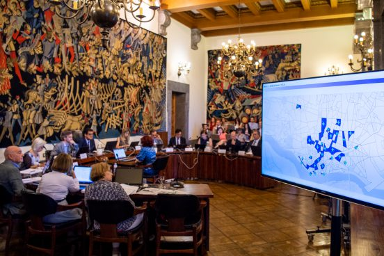Porto City Council Assembly where the Containment Area for Alojamento Local is Discussed. Photo Credit - Miguel Nogueira